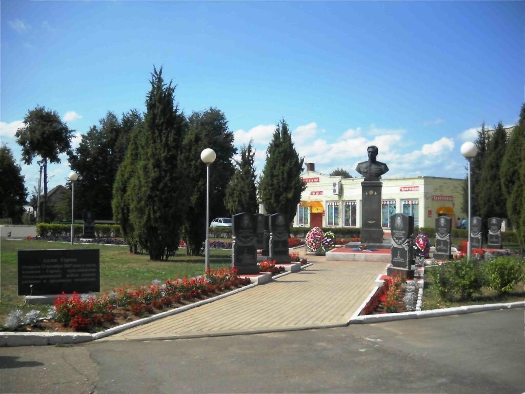 Мемориальный одиночный комплекс с крестом Макушино Мемориальный комплекс из двух видов гранитов Туринск